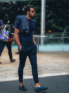 All blue man check out them shoes monochromatic, fitted tee + joggers + polka dotted blazer // menswear casual street style + fashion Fashion Moda, Mens Fashion, Fashion Trends, Style Fashion, Fashion Menswear, Fashion 2017, Blue Fashion, European Fashion Men, Fashion Check
