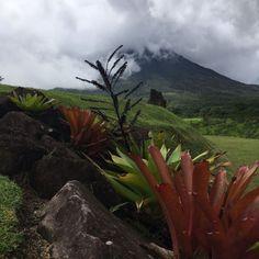 Volcán Arenal y Termas de Tabacón viaging.wordpress.com