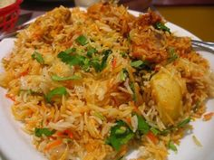 Lucknowi Chicken Biryani Fry is the royal biryani of Mughals. Try out this recipe of Lucknowi biryani. How to Make Lucknowi Chicken Biryani Fry Recipe Indian Food Recipes, Asian Recipes, Vegetarian Recipes, Healthy Recipes, Ethnic Recipes, Rice Recipes, Andhra Recipes, Kerala Recipes, Halal Recipes