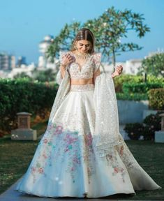 Simple Pakistani Dresses, Indian Gowns Dresses, Indian Fashion Dresses, Indian Designer Outfits, Wedding Lehenga Designs, Designer Bridal Lehenga, Indian Bridal Outfits, Indian Bridal Fashion, Desi Wedding Dresses