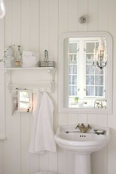 Old fashioned white cottage bathroom