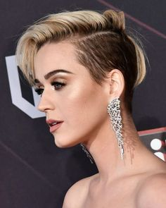 Katy Perry Wearing a Purple Braided Bun – Celebrities Woman Pixie Hairstyles, Celebrity Hairstyles, Haircuts, Celebrity Faces, Pelo Mohawk, Short Hair Cuts, Short Hair Styles, Pelo Retro, Katy Perry Wallpaper