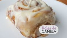 Roles de Canela - Caseros - Paso a paso - YouTube Cinammon Rolls, Date Bread, Tatyana's Everyday Food, Baked Rolls, Cinnabon, Pan Dulce, Pancakes And Waffles, Chocolate Cheesecake, Sweet Desserts