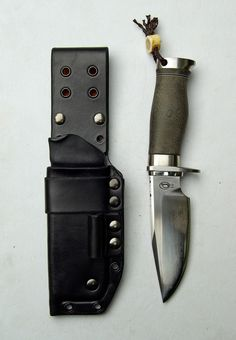 This photo was uploaded by marrrtin. Bushcraft Knives, Tactical Knives, Cool Knives, Knives And Swords, Damascus Pocket Knife, Neck Knife, Knife Art, Knife Sheath, Knife Sharpening