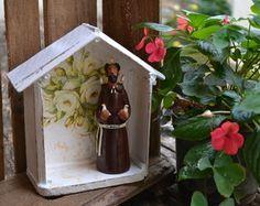 Oratório com madeira de caixote