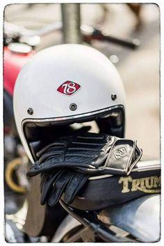 #bell #helmet #lifestyle #ridinggear #biltwell #caferacer #gringo #vintage #retro