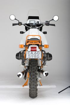 Two replica BMW Adventure motorcycles, one of Ewan McGregor and the other of Charley Boorman. The replicas stand out thanks to the same leopard Bmw Boxer, Bmw Vintage, Bavarian Motor Works, Bmw Scrambler, Bmw 2, R80, Bmw Classic, Dual Sport, Bmw Motorcycles