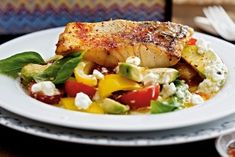 Krosses Zanderfilet mit Avocado-Hüttenkäse-Salat (300 kcal)