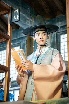 Korean Traditional Dress, Traditional Fashion, Traditional Outfits, Drama Korea, Korean Drama, Korean Celebrities, Korean Actors, Jung Jaewon, Korea Dress
