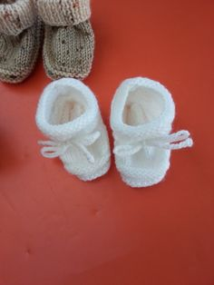 Je ne suis pas très présente actuellement et je le déplore, je suis occupée à tricoter un plaid pour le bébé de mon neveu et j'ai réalisé aussi des petits chaussons. Ceux-ci ont été reproduits de mémoire par rapport à ceux que tricotait ma maman pour...