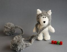 White+Wolf+in+the+gray+hat+knitting+pattern+knitted+by+deniza