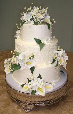 The Icing on the Cake: Calla Lily Wedding Cake... a little less on the calla lilies....