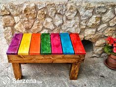 Un colorido banco con mucha personalidad.