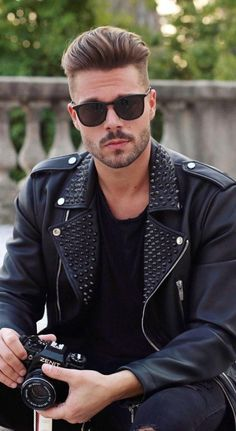 17 Viral Haircuts Men Should Definetly To Copy In 2019 Mens Hairstyles With Beard, Popular Mens Hairstyles, Cool Hairstyles For Men, Hair And Beard Styles, Men's Hairstyles, Guy Haircuts Long, Hot Haircuts, Best Short Haircuts, Best Mens Sunglasses
