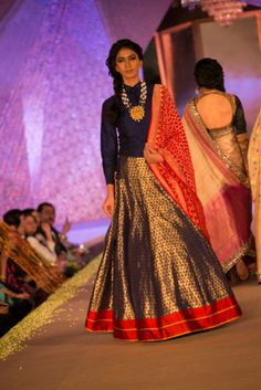 Model in Manish Malhotra - The Regal Threads Collection_17