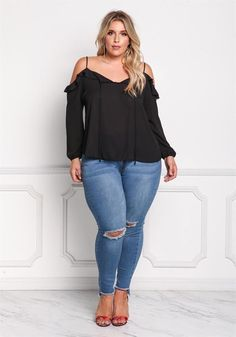 Cute Outfits For Plus Size Women. Graceful Plus Size Fashion Outfit Dresses for Everyday Ideas And Inspiration. Plus Size Refashion. Black Women Fashion, Curvy Fashion, Plus Size Fashion, Womens Fashion, Fashion Top, Fashion 2017, Paris Fashion, Indian Fashion, Girl Fashion