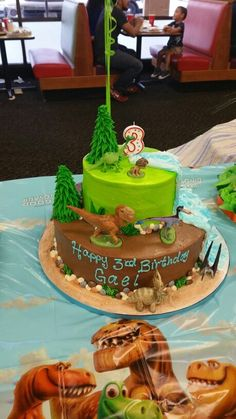 Gael's The Good Dinosaur 2 tier cake