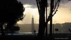 Blessed cyclist - Ciclista abençoado junto à Torre de Belém.
