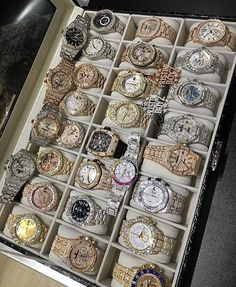 More billionaire lifestyles if i were a wealthy men in 2019 gold diamond wa Cute Jewelry, Jewelry Accessories, Lila Outfits, Gold Diamond Watches, Gold Watches, Luxury Lifestyle Fashion, Billionaire Lifestyle, Expensive Watches, Patek Philippe
