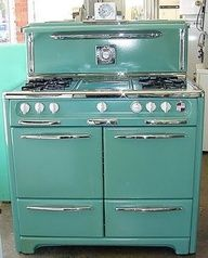 Vintage Home BLUE KITCHEN: They say this is blue. It actually looks a little greenish (aqua?) I love that it have side by side ovens, a wide cook top and a retro look. - Where do you go when you need a vintage stove rebuilt, re-porcelined and rechromed Vintage Design, Vintage Decor, Retro Vintage, Vintage Stuff, 1950s Decor, Vintage Green, Retro Pop, Retro Color, Vintage Trucks