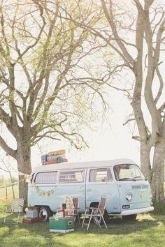 Moment détente, calme et repos autour de ce sublime #combi Volkswagen vintage. Vous avez envie d'y être n'est ce pas ? :)