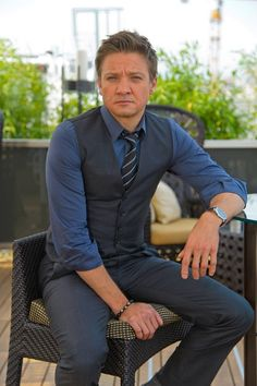Jeremy Renner - Jeremy Renner Poses for Bourne Legacy