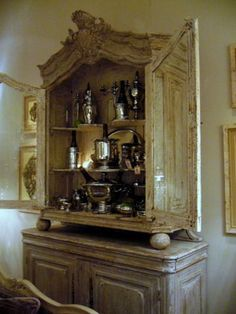 Interesting vitrine on buffet(?) Or, more likely, a buffet-a-deux.  Either way, very pretty.