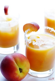 FRESH PEACH MARGARITA cup fresh peach puree, 2 ounces silver tequila ounces lime juice 1 ounce Triple Sec (or freshly-squeeze orange juice to make it lighter) 1 Tablespoon agave or honey optional garish: rim salt and fresh peach slice Cocktails, Party Drinks, Cocktail Drinks, Fun Drinks, Yummy Drinks, Cocktail Recipes, Alcoholic Drinks, Beverages, Margarita Cocktail