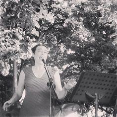 Eva durant el concert als Jardins de Santa Clotilde. Foto: Josep Calataiud.