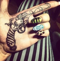 badass gun tattoo tattoos-piercings This would never happen but it's gorgeous Palm Tattoos, Body Art Tattoos, Tatoos, Crazy Tattoos, Girl Gun Tattoos, Badass Tattoos, Girly Tattoos, Finger Tattoos, Tattoo Motive