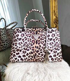 CRUZADO HAUTE ROMANTIKANWENDUNGEN | Guess handbags, Guess