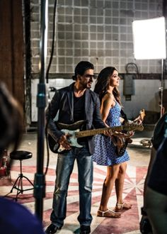 Shahrukh & Deepika on the sets of a promotional photoshoot for Chennai Express