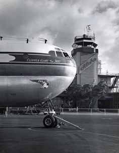Pan Am Clipper Glory Of The Skies Honolulu International Airport Vintage Airplanes Air E