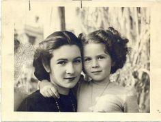 Kraliçe Feride & Prenses Feryal / Queen Farida & princess Ferial. This picture is very beautiful.