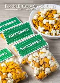 Football Party Snack Bags with Free 'TOUCHDOWN' Printable (ad) Print these 'TOUCHDOWN' snack bag toppers for party favors and treats to use at your next football party. Great for the big game! Kids Football Snacks, Sport Snacks, Kids Football Parties, Football Party Favors, Nfl Party, Football Treats, Snacks Kids, Football Tailgate, Football Birthday