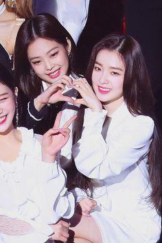 Irene x Jennie Seulgi, Irene Red Velvet, Black Velvet, Park Sooyoung, Kpop Girl Groups, Kpop Girls, K Pop, Kim Jisoo, Black Pink Kpop