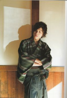 kimono danshi Contemporary man in kimono, and a good-looking young man too!