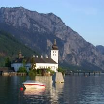 Castle Ort on Traunsee lake, Gmunden, Austria. Along a well signed bicycle route through the Austrian Lakes Region. Gmunden Austria, Heart Of Europe, Vienna Austria, Old Buildings, Amazing Architecture, Places Ive Been, The Good Place, Beautiful Places, Germany