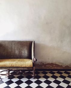 black and white checkered floor tiles / sfgirlbybay Interior Photography, Minimal Photography, Home And Deco, Shabby Chic Furniture, Interior Inspiration, Interior And Exterior, Living Spaces, Living Room, Upholstery