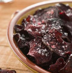 Beet chips are a crunchy sweet and salty healthy vegan snack that is easy to make. These chips are . Healthy Vegan Snacks, Healthy Dinner Recipes, Healthy Recipes, Eating Healthy, Beetroot Crisps, Beet Chips, Appetizer Sandwiches, Farmers Market Recipes, Good Food