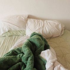 green and bed-bilde