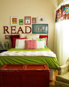 Love the READ and book covers--great idea for a reading corner in a classroom