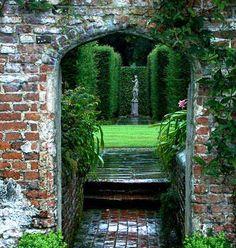 Sissinghurst Castle Gardens - England - Gardens, Parks, Squares and Open ...  plantsgalore.com