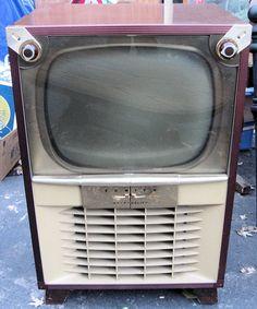 . Vintage Television, Television Set, Vintage Records, Vintage Tv, Radios, Vintage Appliances, Tv Sets, Record Players, Box Tv
