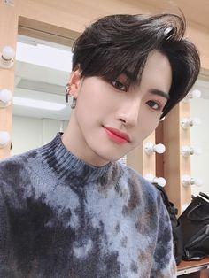 ATEEZOfficial: [ I wonder whose teaser is being released soon… 🤨🧐🤔 Translation: Joo @ ATEEZ Data K Pop, Yg Entertainment, What Is Breathing, Woo Young, Kim Hongjoong, Fandoms, Seong, Mamamoo, Kpop Boy