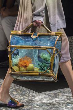 Marco de Vincenzo at Milan Fashion Week Spring 2019 - Details Runway Photos Fashion Handbags, Purses And Handbags, Fashion Bags, Milan Fashion, High Fashion, Creative Bag, Diy Resin Crafts, Art Bag, Colorful Fashion
