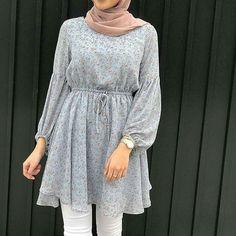مدل مانتوهای گل گلی در سال 2019 جلوبسته İslami Erkek Modası 2020 - Tesettür Modelleri ve Modası 2019 ve 2020 Hijab Style Dress, Modest Fashion Hijab, Modern Hijab Fashion, Hijab Fashion Inspiration, Muslim Fashion, Fashion Dresses, Abaya Fashion, Stylish Dress Designs, Designs For Dresses