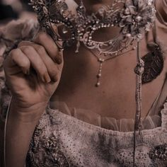 Queen Aesthetic, Princess Aesthetic, Book Aesthetic, Character Aesthetic, Aesthetic Shoes, Main Character, Serie Reign, Grunge, Aesthetic Images