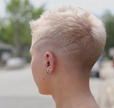 There is Somthing special about women with Short hair styles. I'm a big fan of Pixie cuts and buzzed cuts. Undercut Hairstyles, Pixie Hairstyles, Pixie Haircut, Cool Hairstyles, Short Pixie, Short Hair Cuts, Short Hair Styles, Pixie Cuts, Haare Tattoo Designs