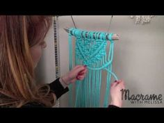 Knitting Patterns Dress DIY Macrame Tutorial: Beginner Wall Hanging Diamond with Crafty Ginger Diy 2019, Macrame Wall Hanging Diy, Macrame Curtain, Macrame Owl, How To Macrame, Micro Macramé, Macrame Projects, Diy Projects, Yarn Ball